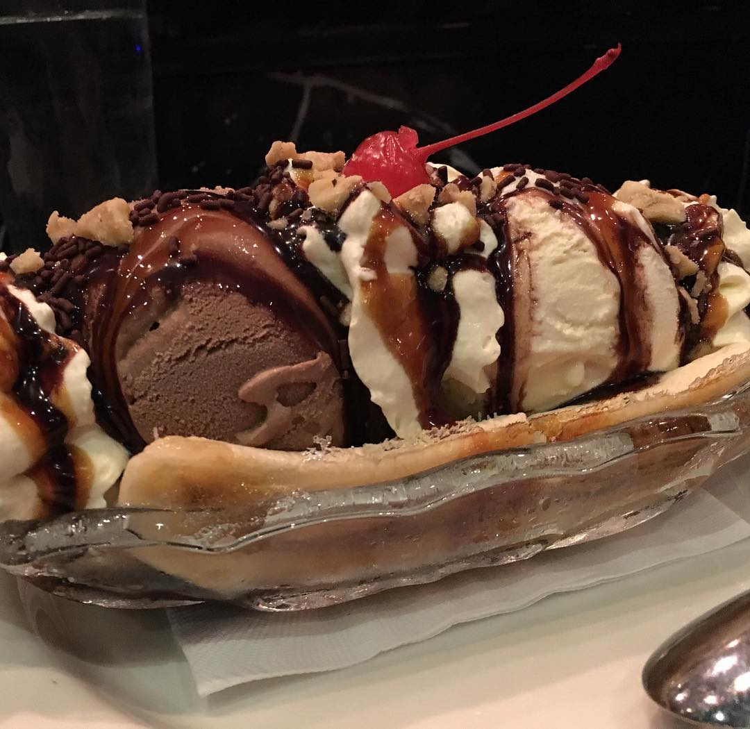 Fat boy food #bananasplit #macau #hardrockcafé – Vinko's